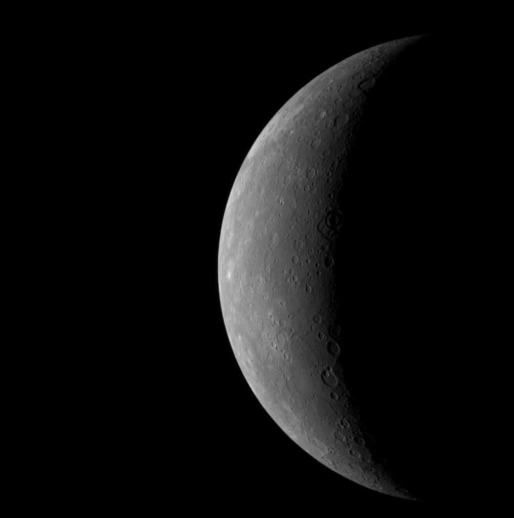 Crescent of Mercury after its last quarter
